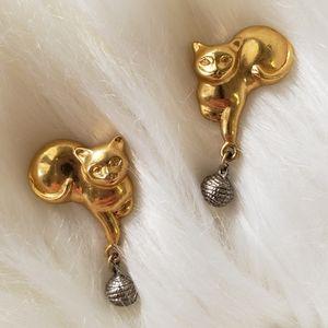 B2G1 VTG Goldtone Cat & Yarn Dangle Earrings
